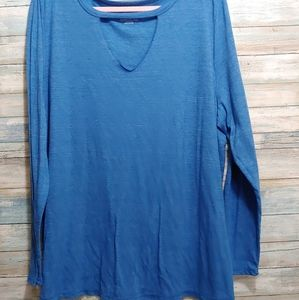 Worn Once Cut Out V-Neck Tee  22/24
